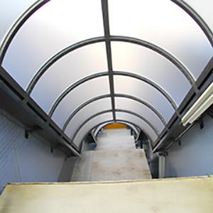 階段屋根<br>ポリカーボネートの写真
